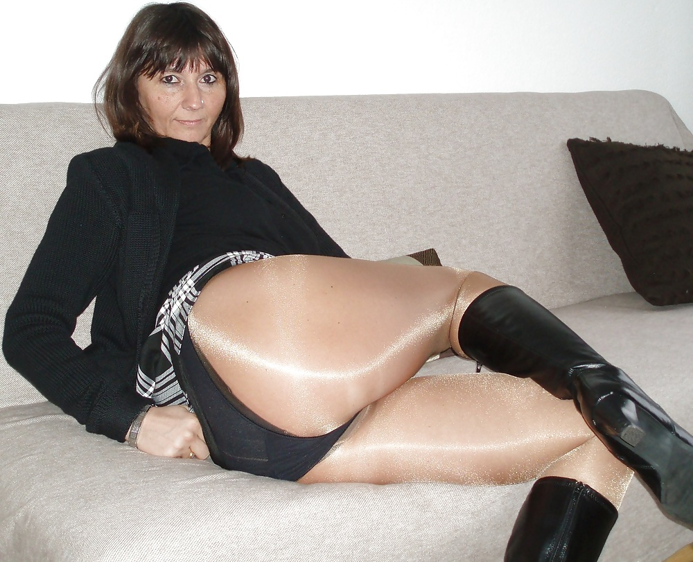 pantyhose Amateur mature wearing