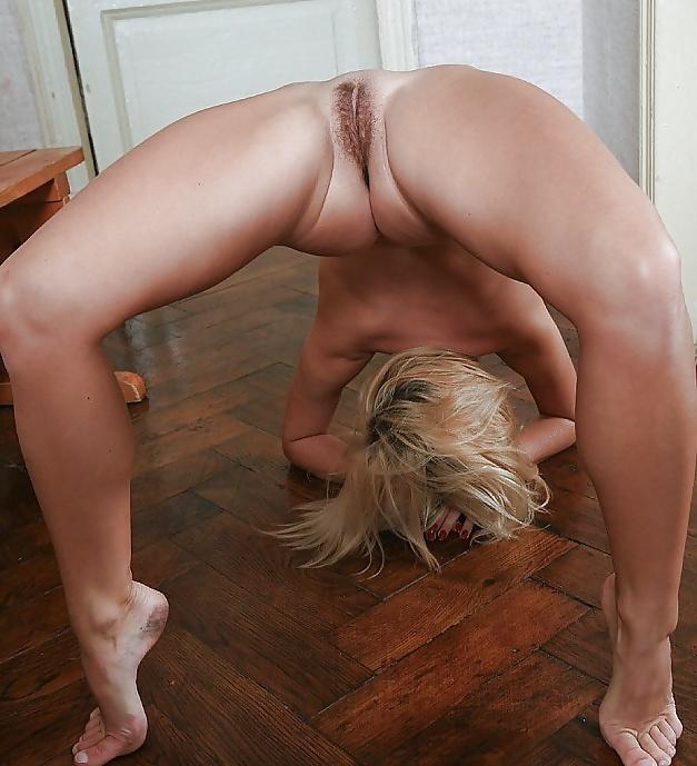 фото гимнастки показавший пизда в прыжке - 14