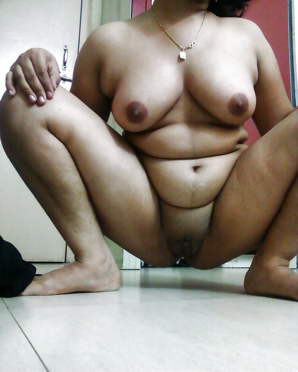 Tamil Wife Pissing Outdoor For Her Neighborhood