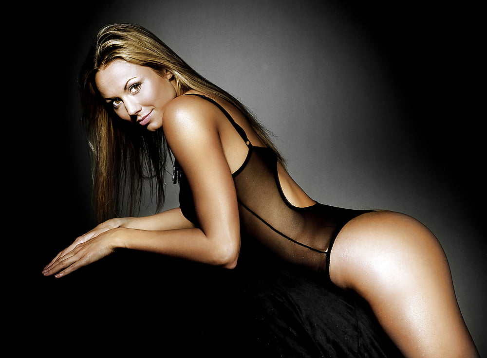 stacy-keibler-ass-gallery-girl-getting-high-naked
