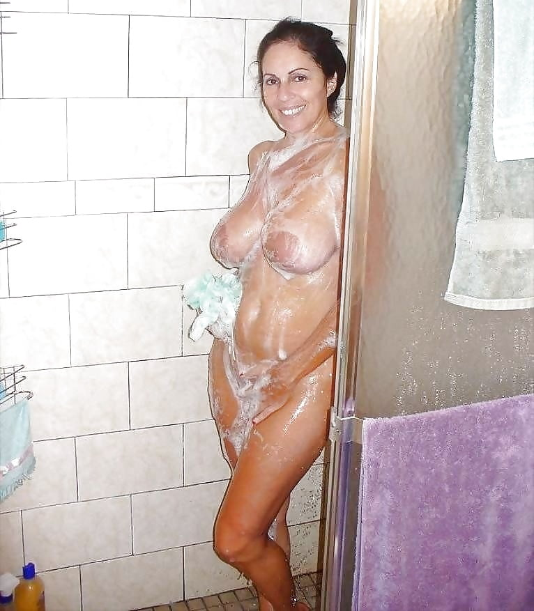 My naked mom in shower, fat white girls getting fucked