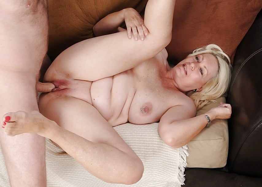Older women who like anal sex — photo 14