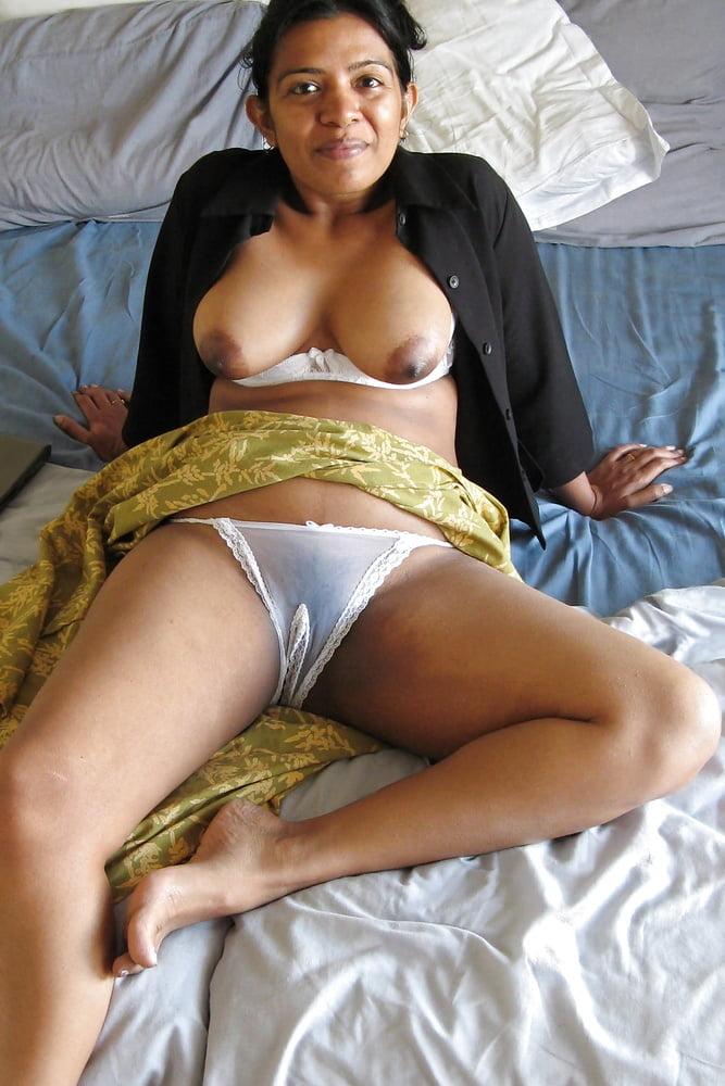 lei-lyla-nude-indian-girlfriend-in-panty-woman-pussy