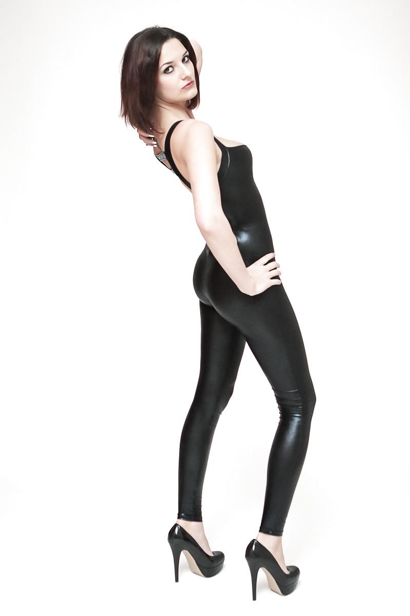 Striptease in Wetlook leder legging