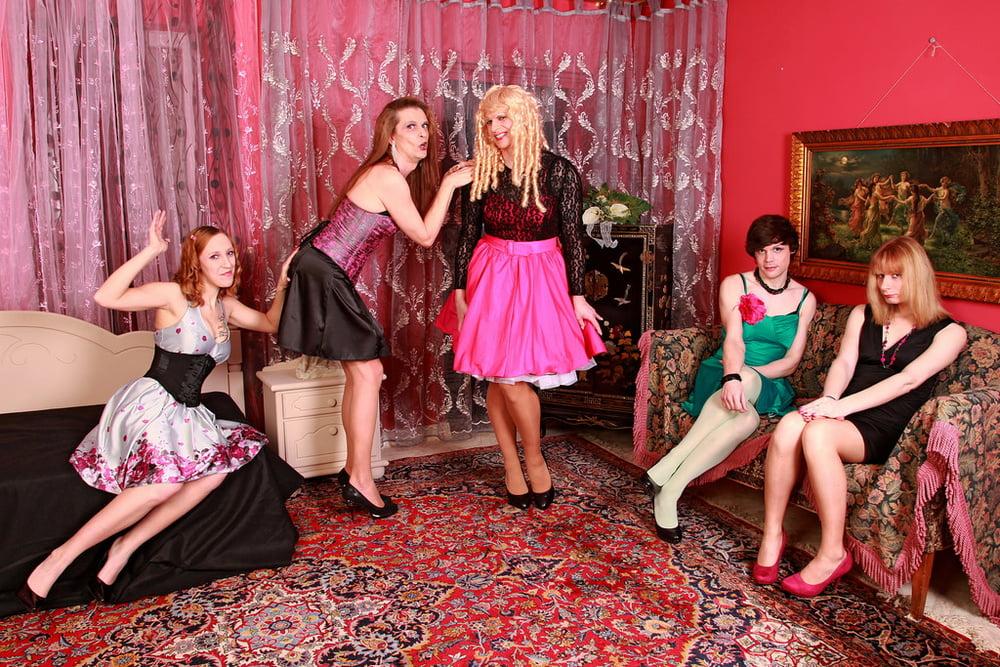 считают ноги фото трансвеститов с вечеринок ему
