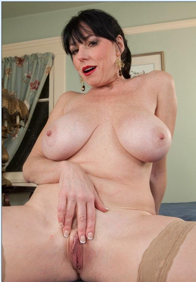 naked-karen-kougar-hot-sexy-girl-naked-peeing-pussy