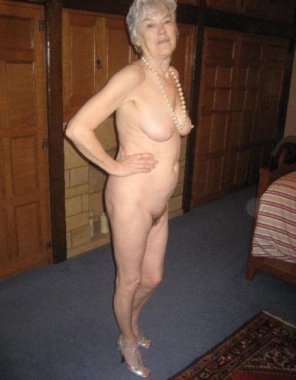 sawat-nude-senior-ladies-nibbles