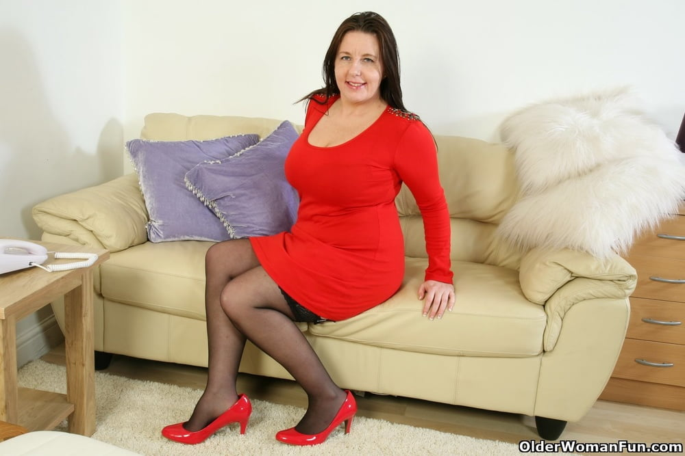 Jessica from OlderWomanFun - 12 Pics