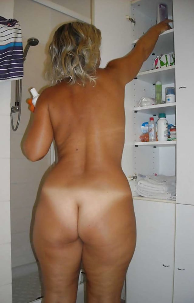 Fuckable And Bare Asspussy Wife Flashing