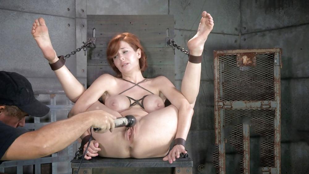 nad-zhenshinoy-stavyat-seks-eksperimenti