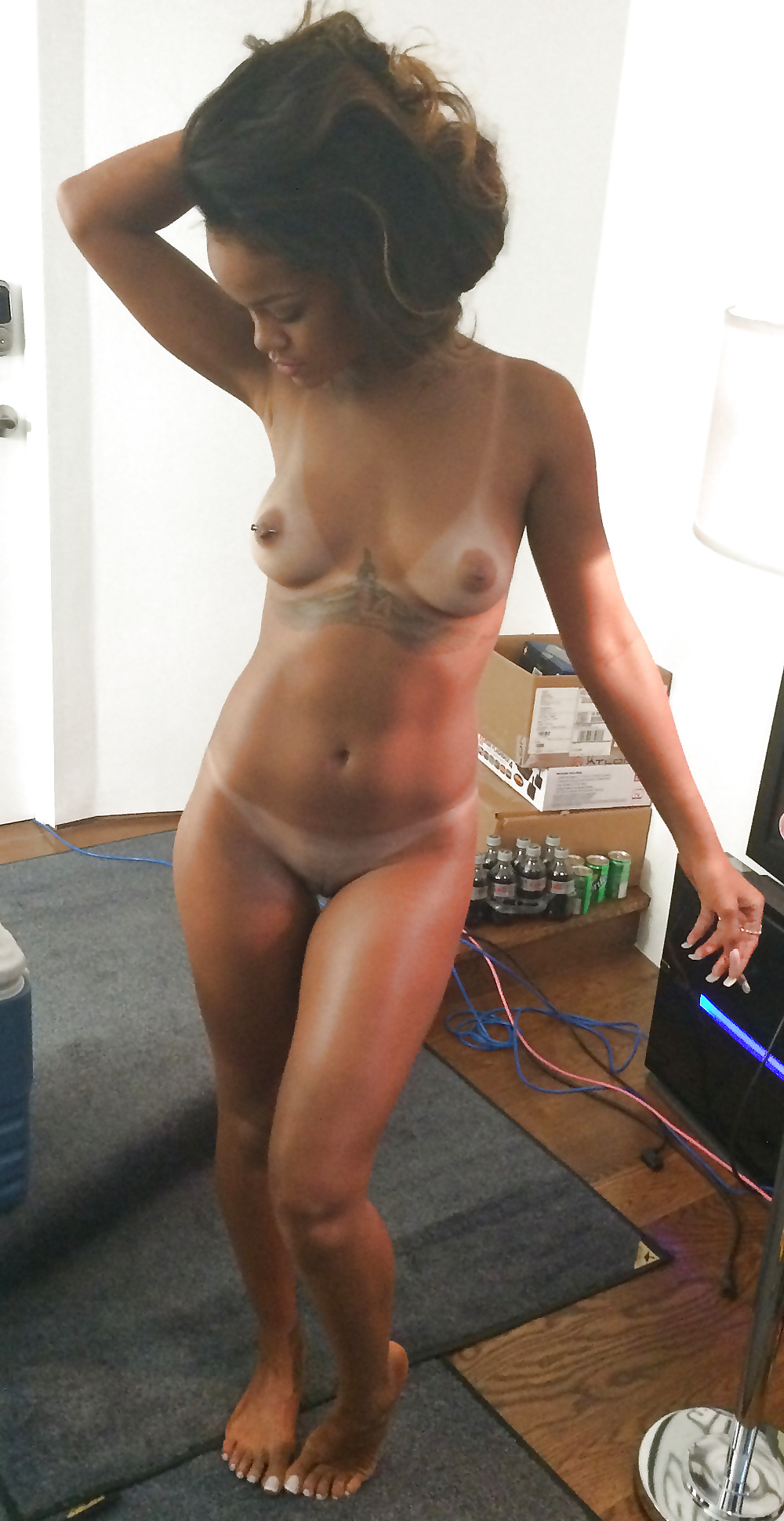 rihanna-on-a-bed-fully-naked-free-chubby-lesbian-orgy-video-galleries