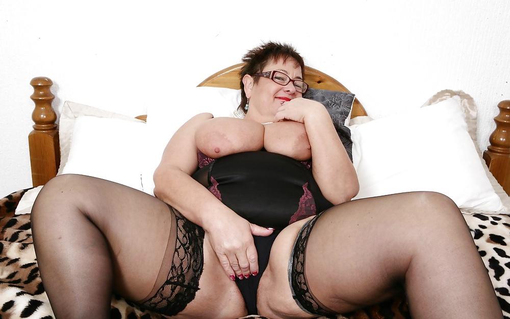 Толстушки в очках порно фото девушки перед камерой