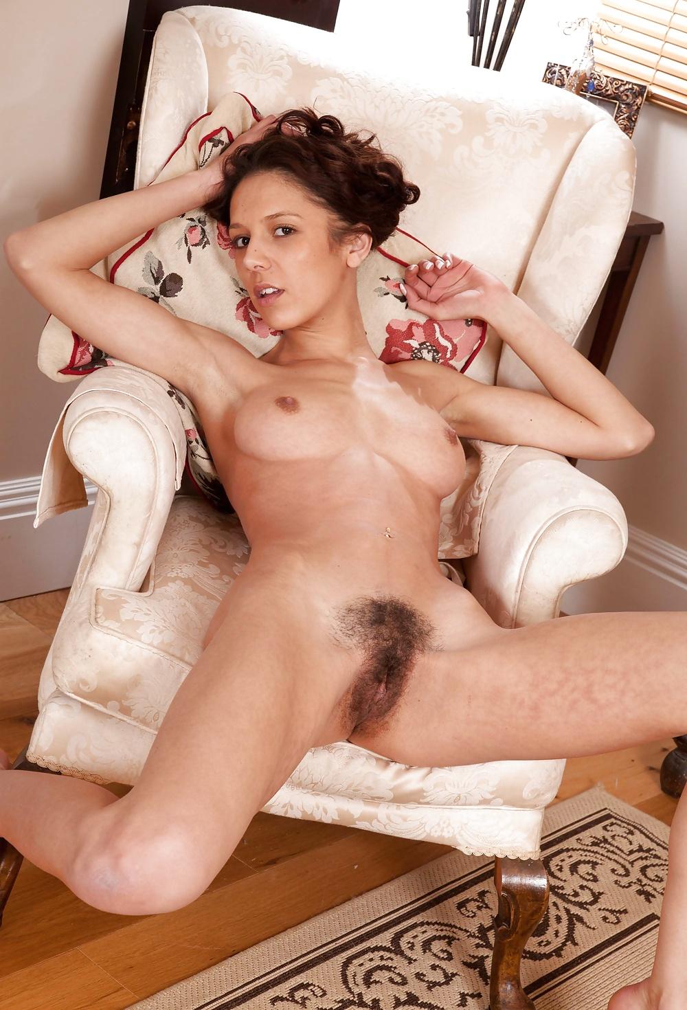 Laura Angelina Rubs Her Horny Pussy