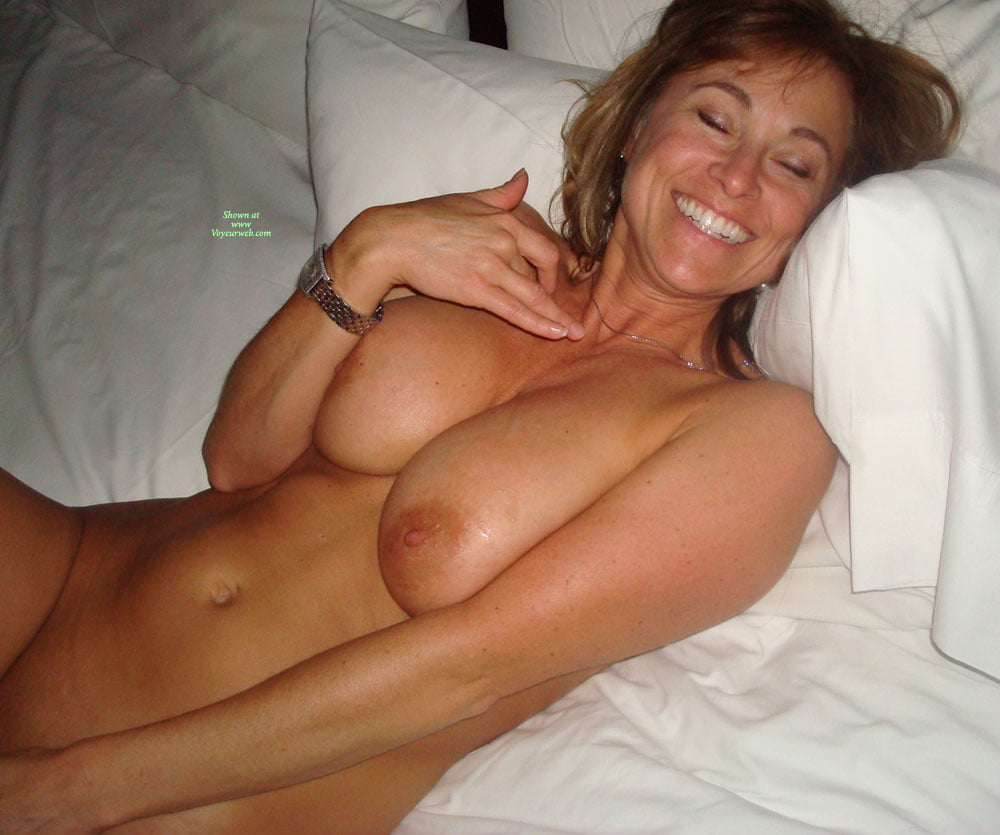 hotsingle-moms-nude