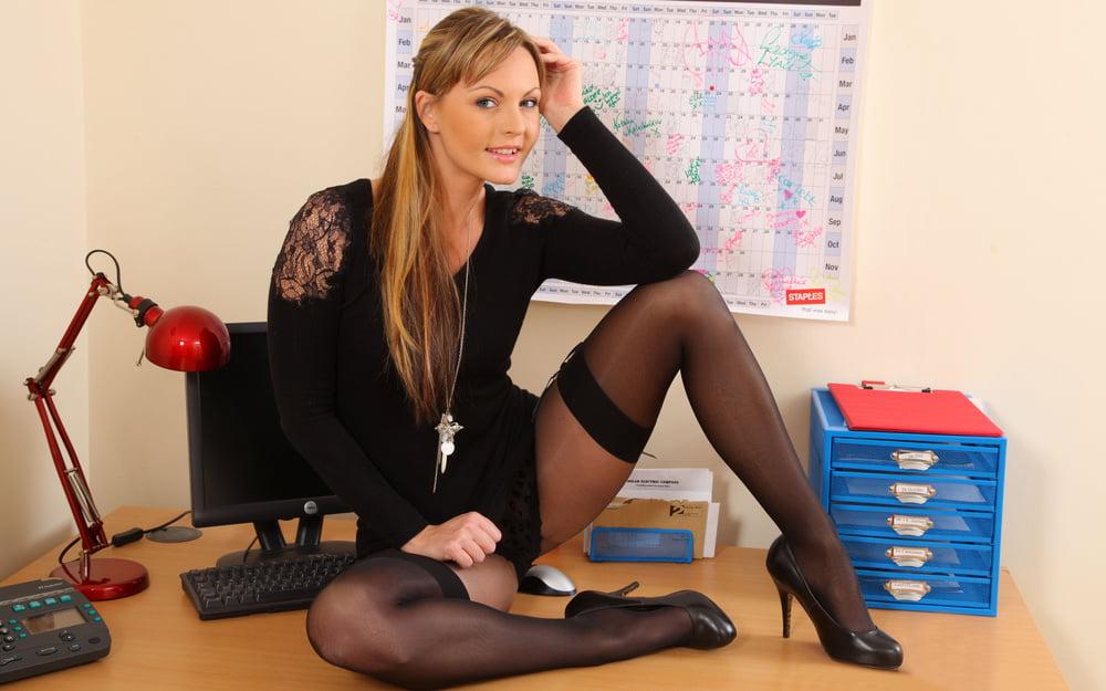 Эротическое фото в офисах тут