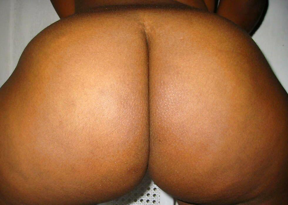 Big round booty ebony