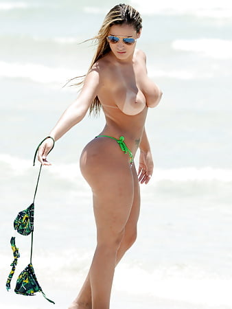 Clebs in bikini