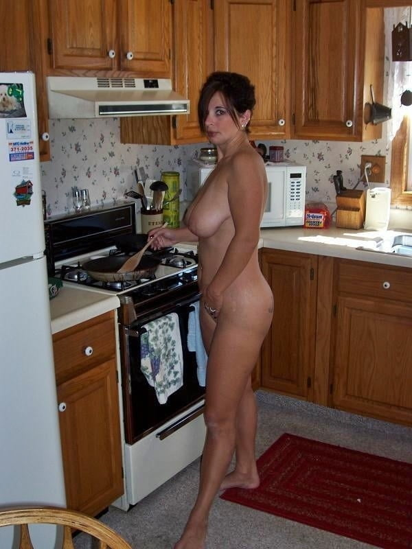 erotic-wife-in-the-kitchen