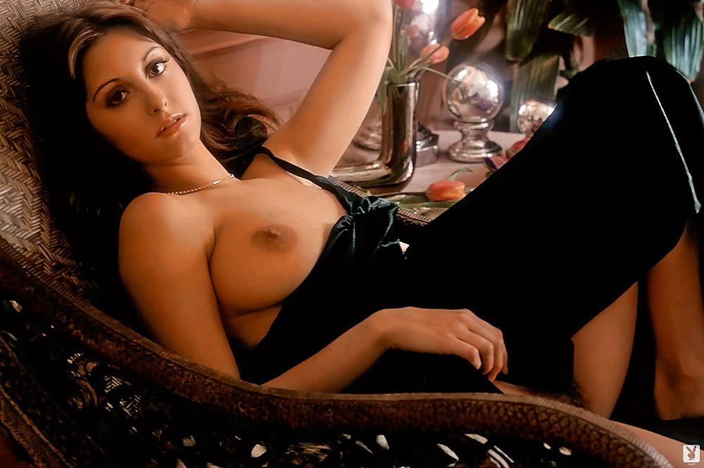 румынская эротика лаура видео валяется голая кровати