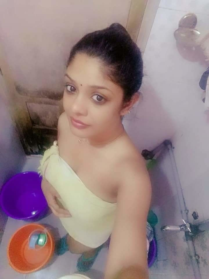 Vedhika sexy boobs photo leaked in white saree