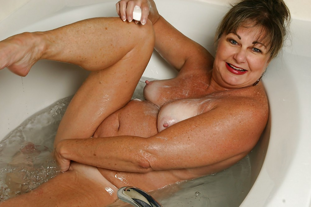 bathing-mature-sex