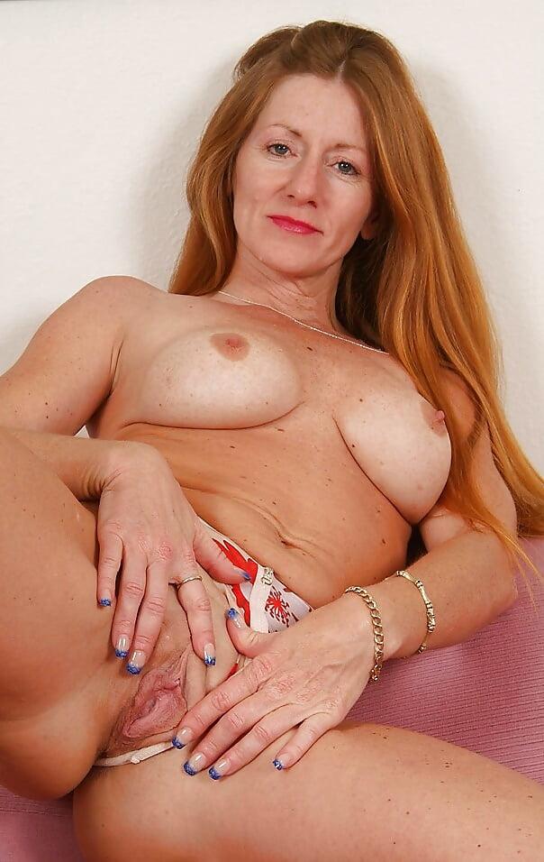 Blonde Milf Wendy Peels Off Her Pink Panties