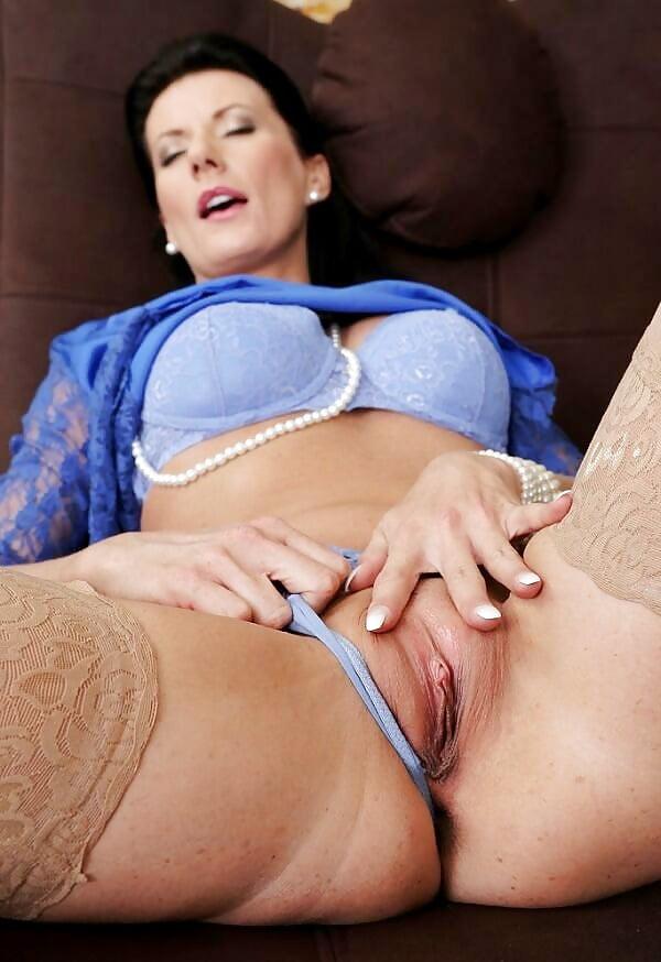 Bukkake orgy for one horny babe
