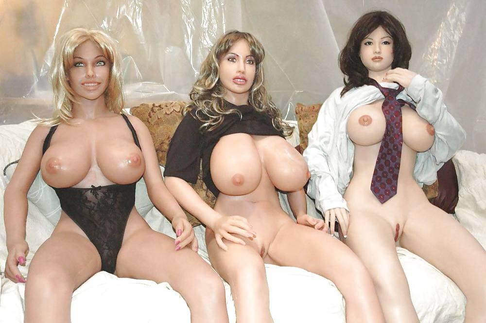 порно фото куклы с очень большими сиськами и дырками сидит кровати