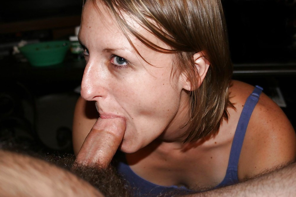 Amateur wife licking cock — photo 13