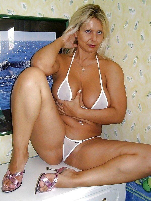 Amateur mature blonde in tiny bikini fucking
