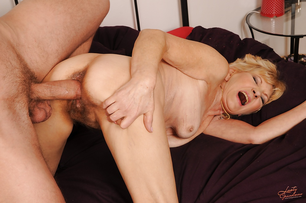 Video granny woman getting fucked