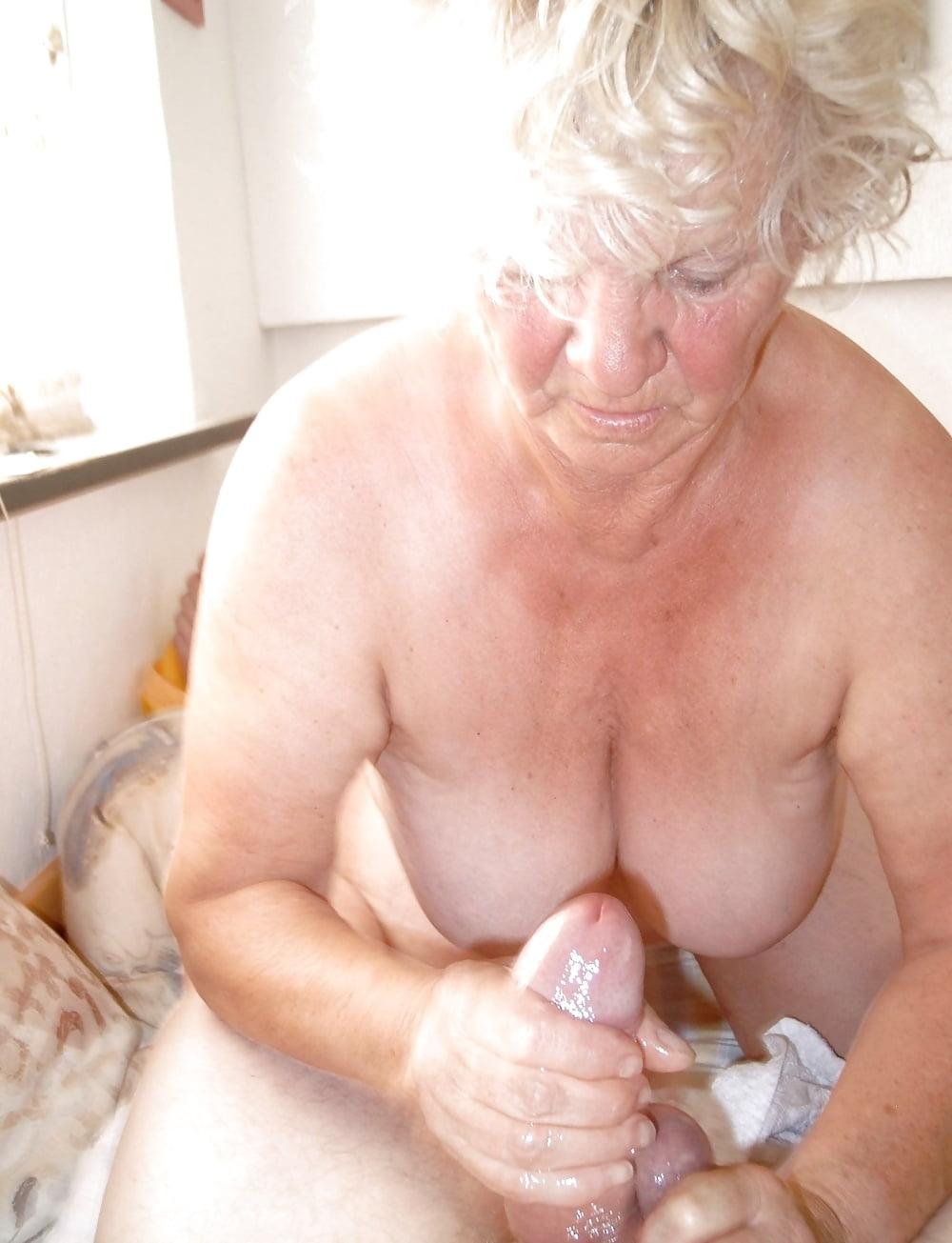 Free lovely granny handjob