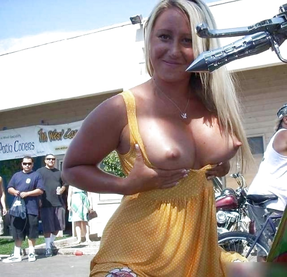 girl-on-vaion-show-tits-naked-men-young