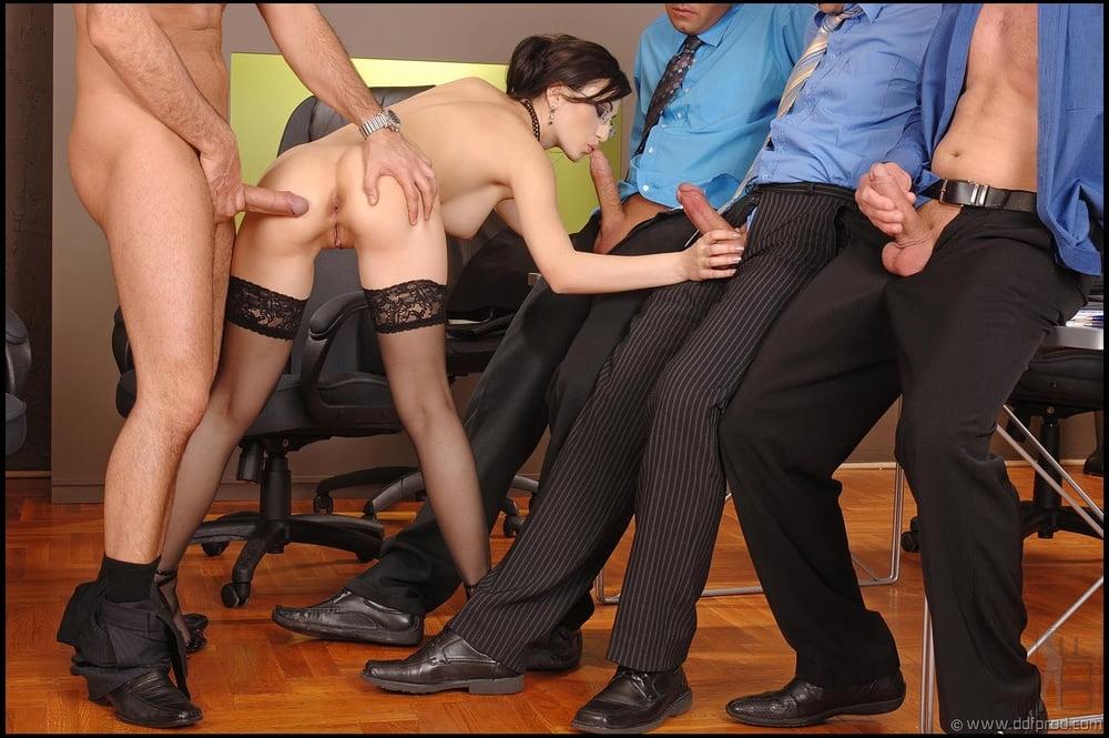 Порно ролик групповуха с секретаршей #15