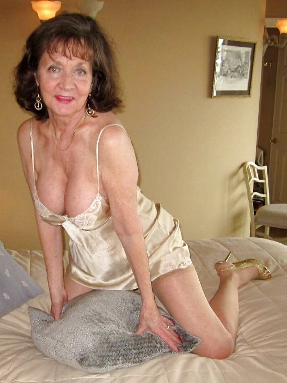 petite-free-galleries-of-lovely-mature-women-asain