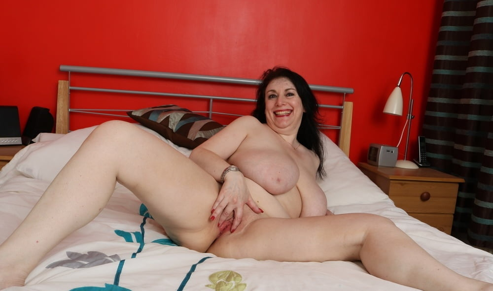 english-housewife-porn-photos