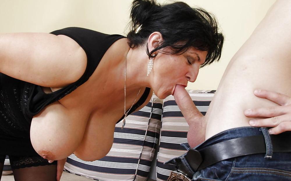 Big Boobs Mom Barzzer Sex Pics