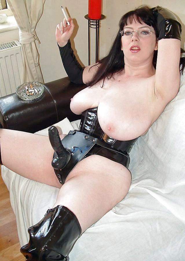 Free femdom mature — pic 4