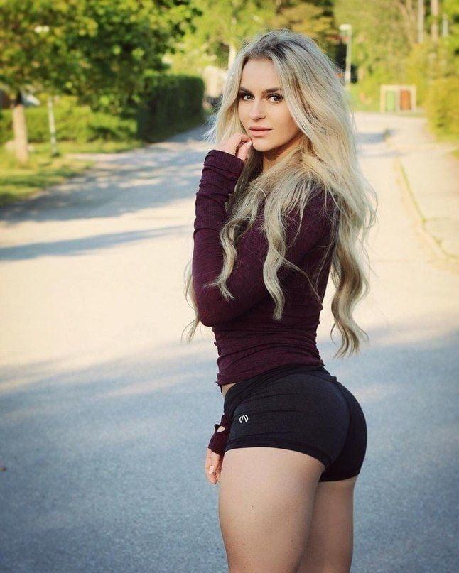 Girls in short shorts porn