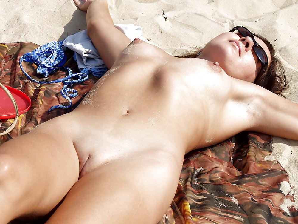 хотела позагорать голая и началось секс самое интересное