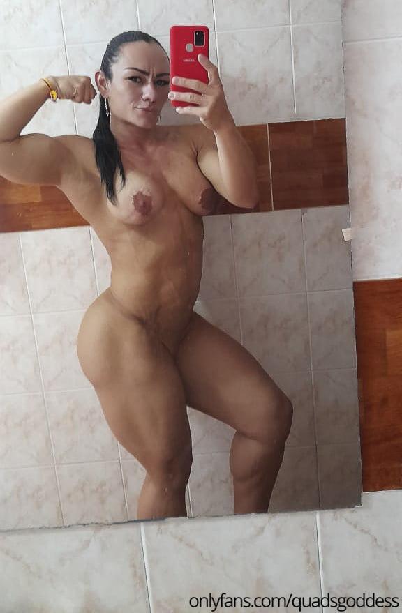 Dirty Bathroom Selfies (Female Bodybuilder) - 6 Pics
