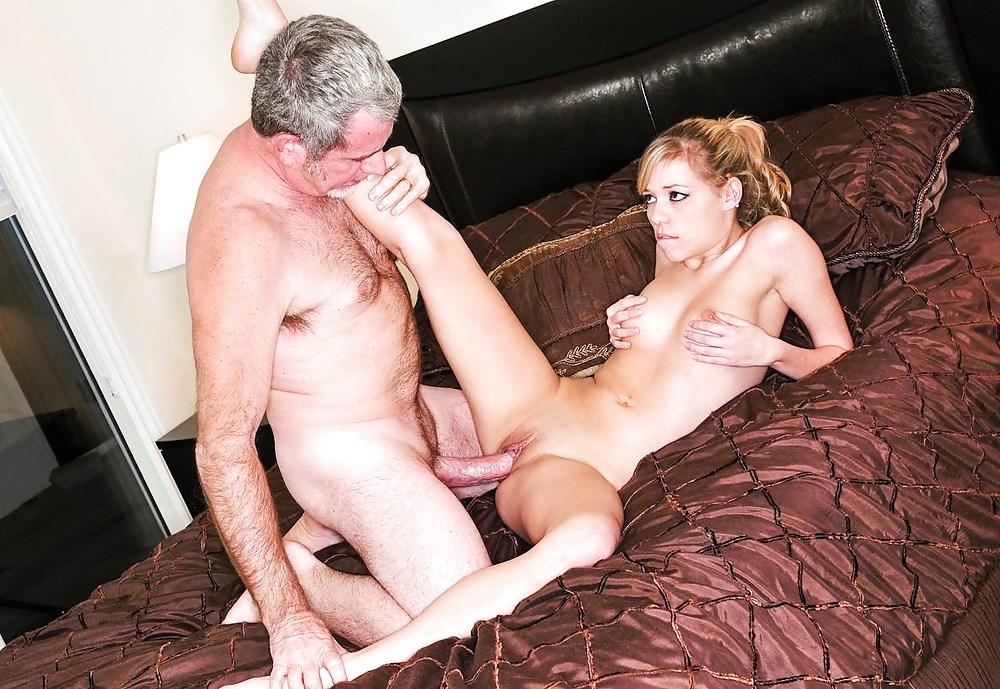 секс молодой девушки и зрелого мужчины видео вот