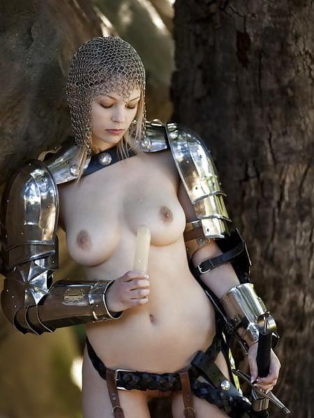 Трахают воинственных девушек