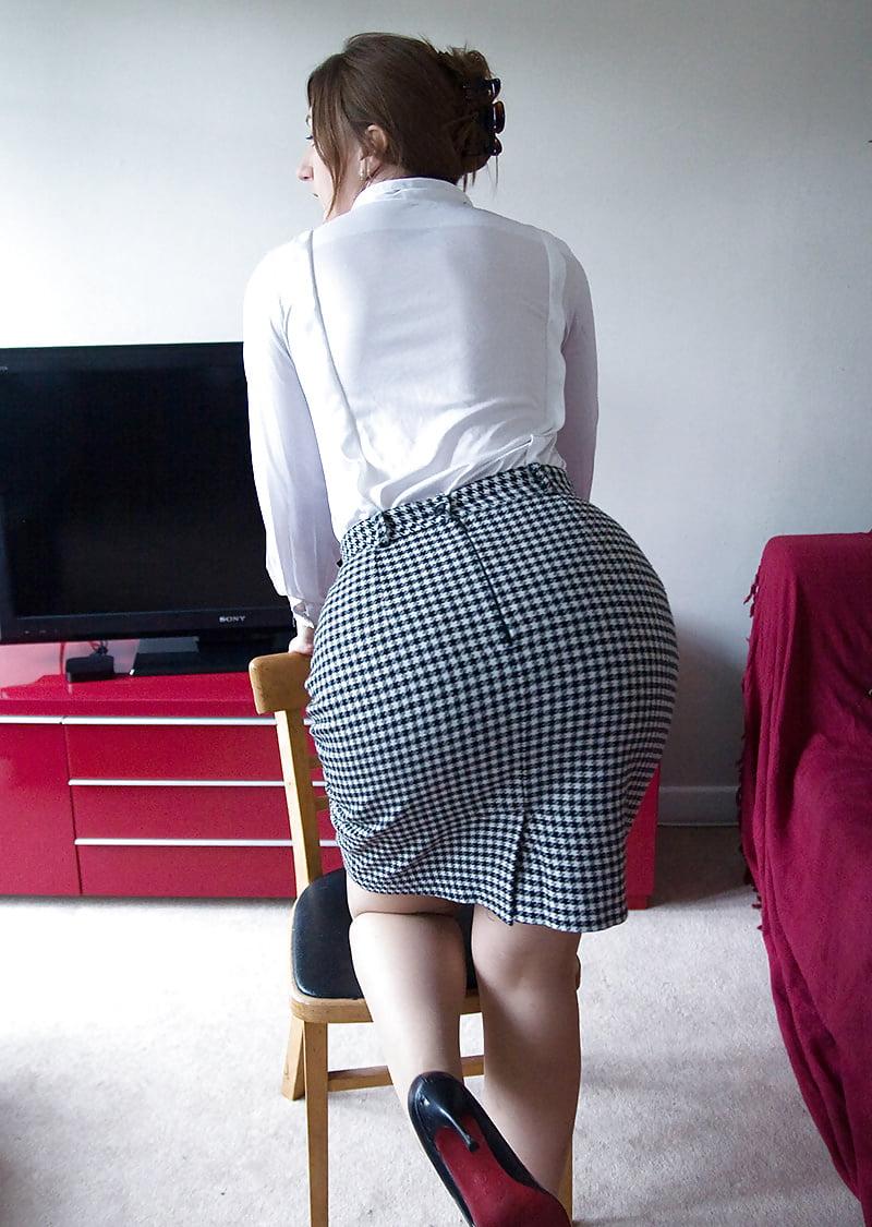 женщины в юбке карандаш порно фотографии