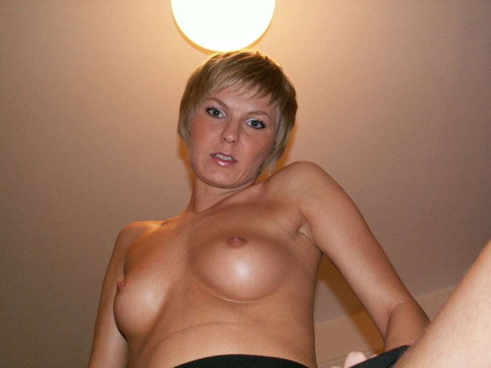 Sexy Shorthaired Amateur Blonde - 100 Pics