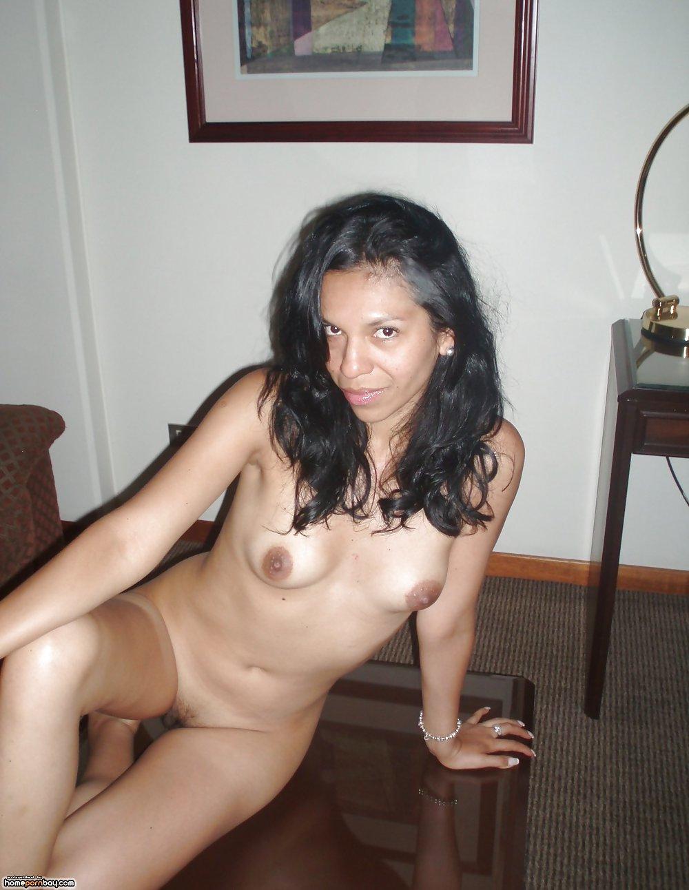 Exotic babe nude photoshoot