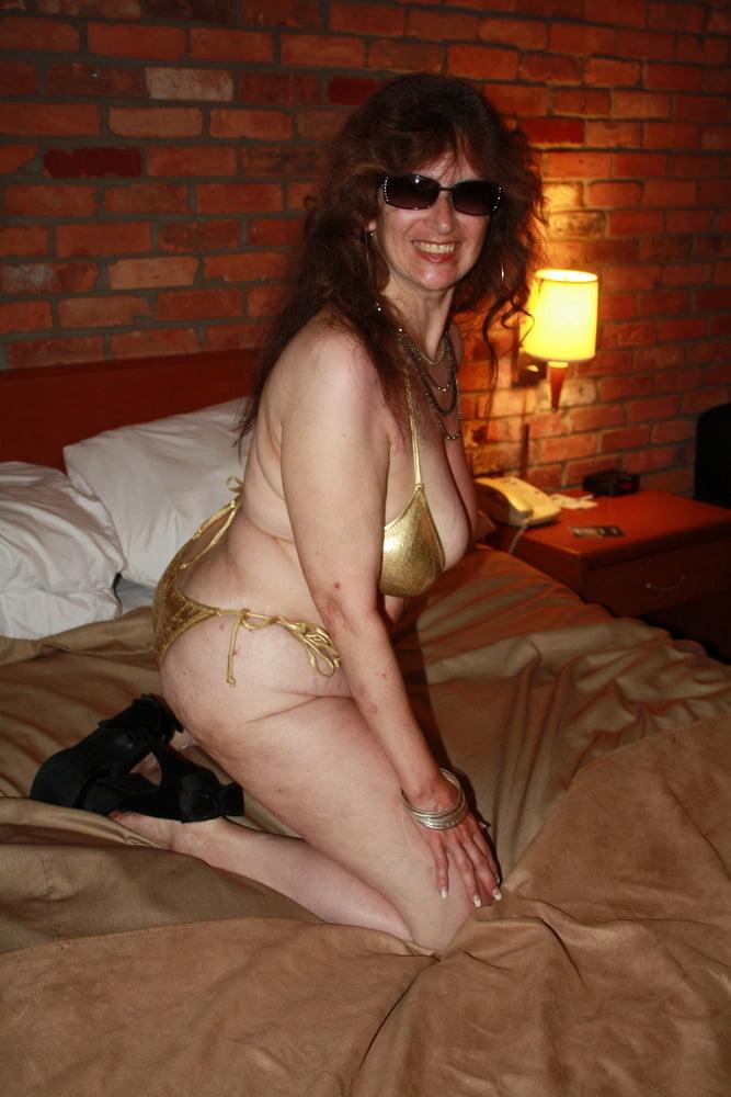Mature women in skimpy bikinis-8627