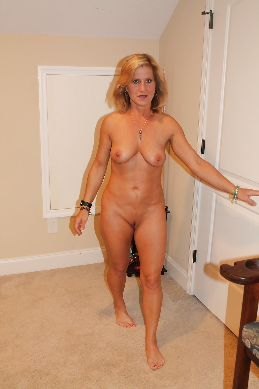 Moms next door nude pics — img 1