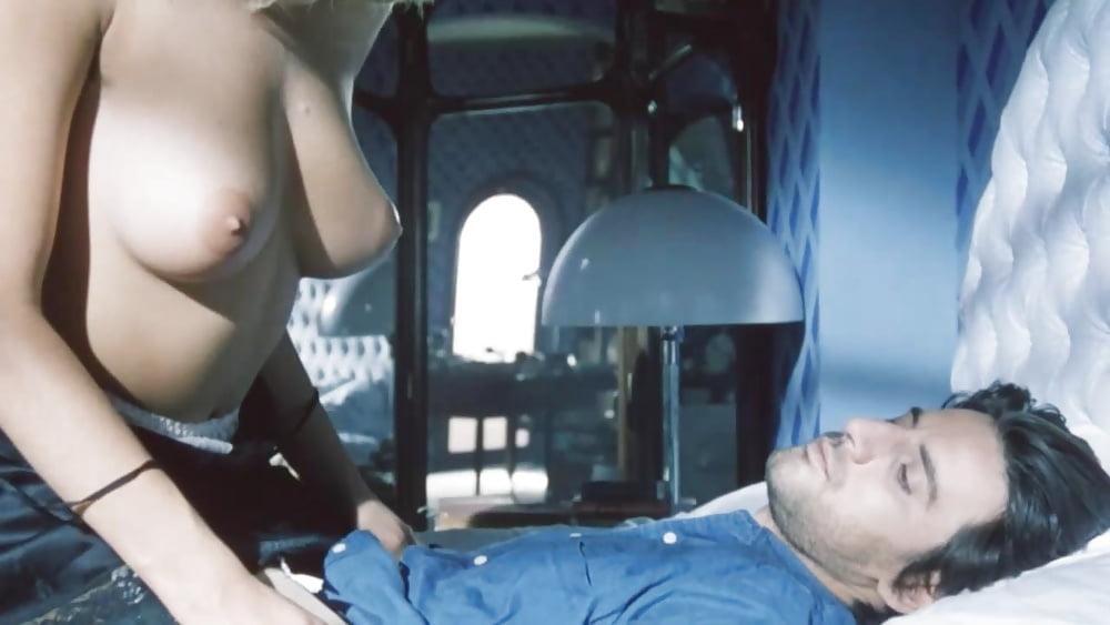 Подглядывание за голыми спящими девчонками руках