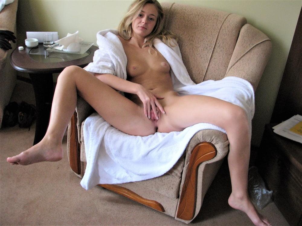 Клубнички питера ходит голая по дому и мастурбирует порно офисное анус как